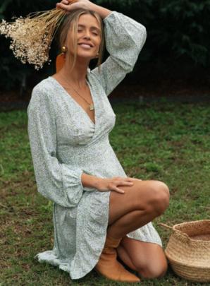 V-neck Ruffled Long-sleeved Floral Dress Nihaostyles Wholesale Clothing NSXIA83224