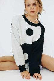 Women's Tai Chi Pattern Jacquard Long-sleeved Loose Sweater Nihaostyles Clothing Wholesale NSXPF77379